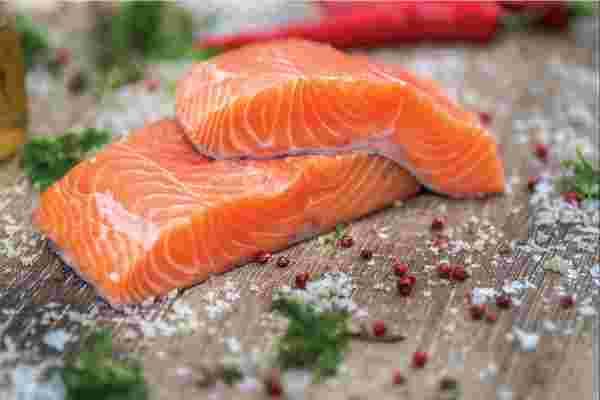 转基因鲑鱼会帮助养活世界,还是使物种灭绝?