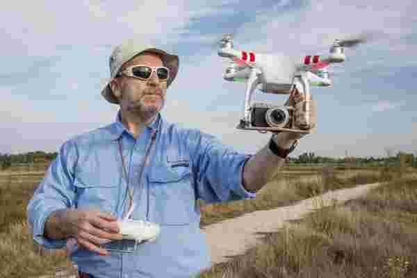 您现在可以获得无人机航空的大学未成年人